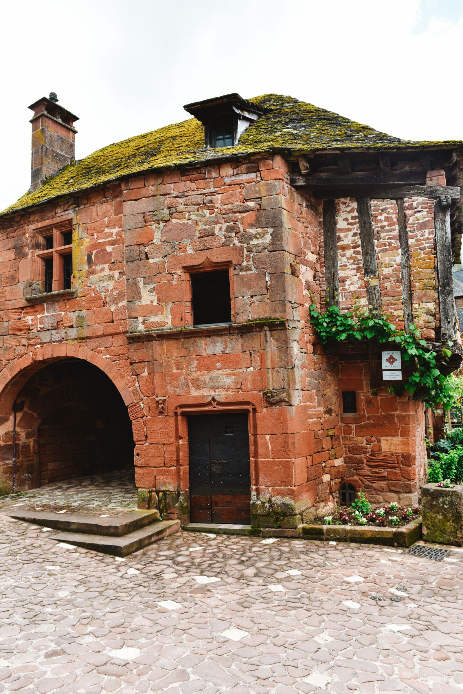 This Is The Most Beautiful Village In France - Collonges-La-Rouge (5)