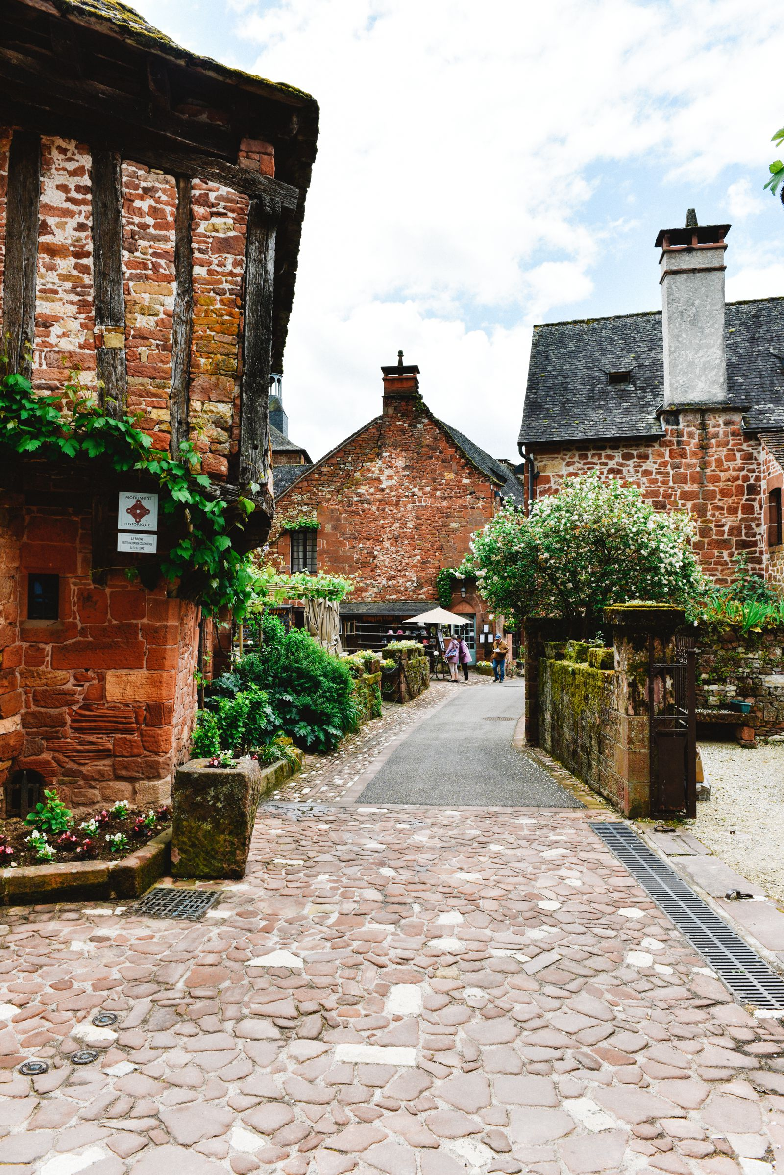 This Is The Most Beautiful Village In France - Collonges-La-Rouge (6)