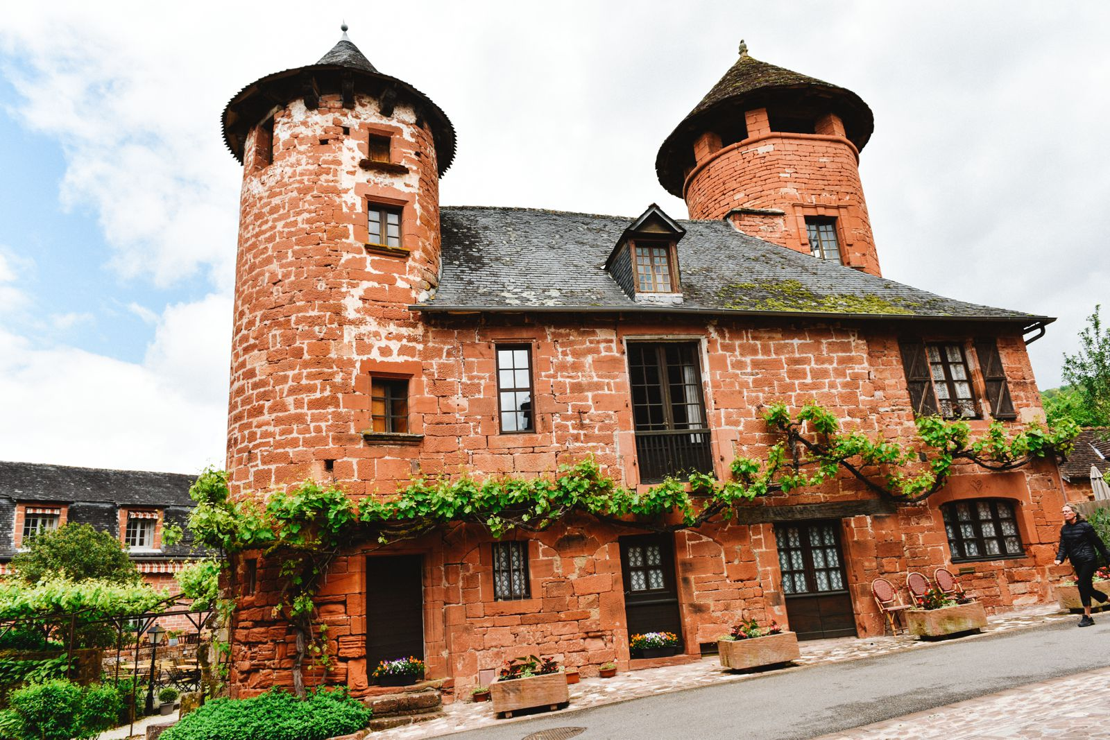This Is The Most Beautiful Village In France - Collonges-La-Rouge (17)