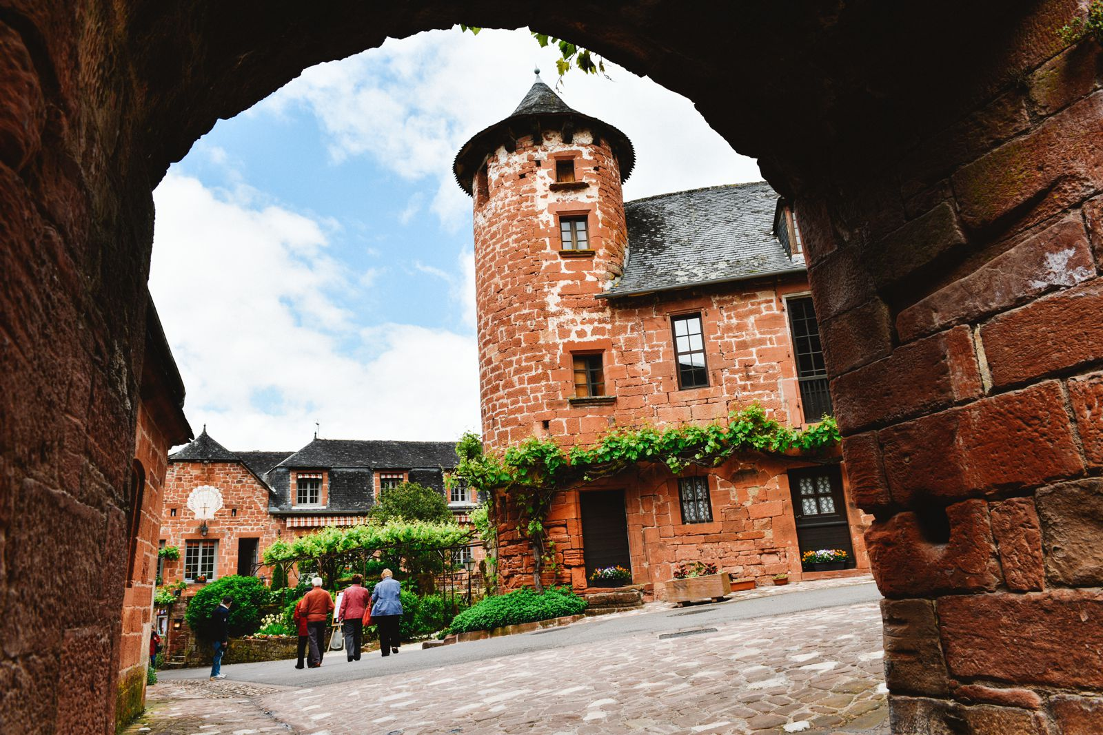 This Is The Most Beautiful Village In France - Collonges-La-Rouge (19)
