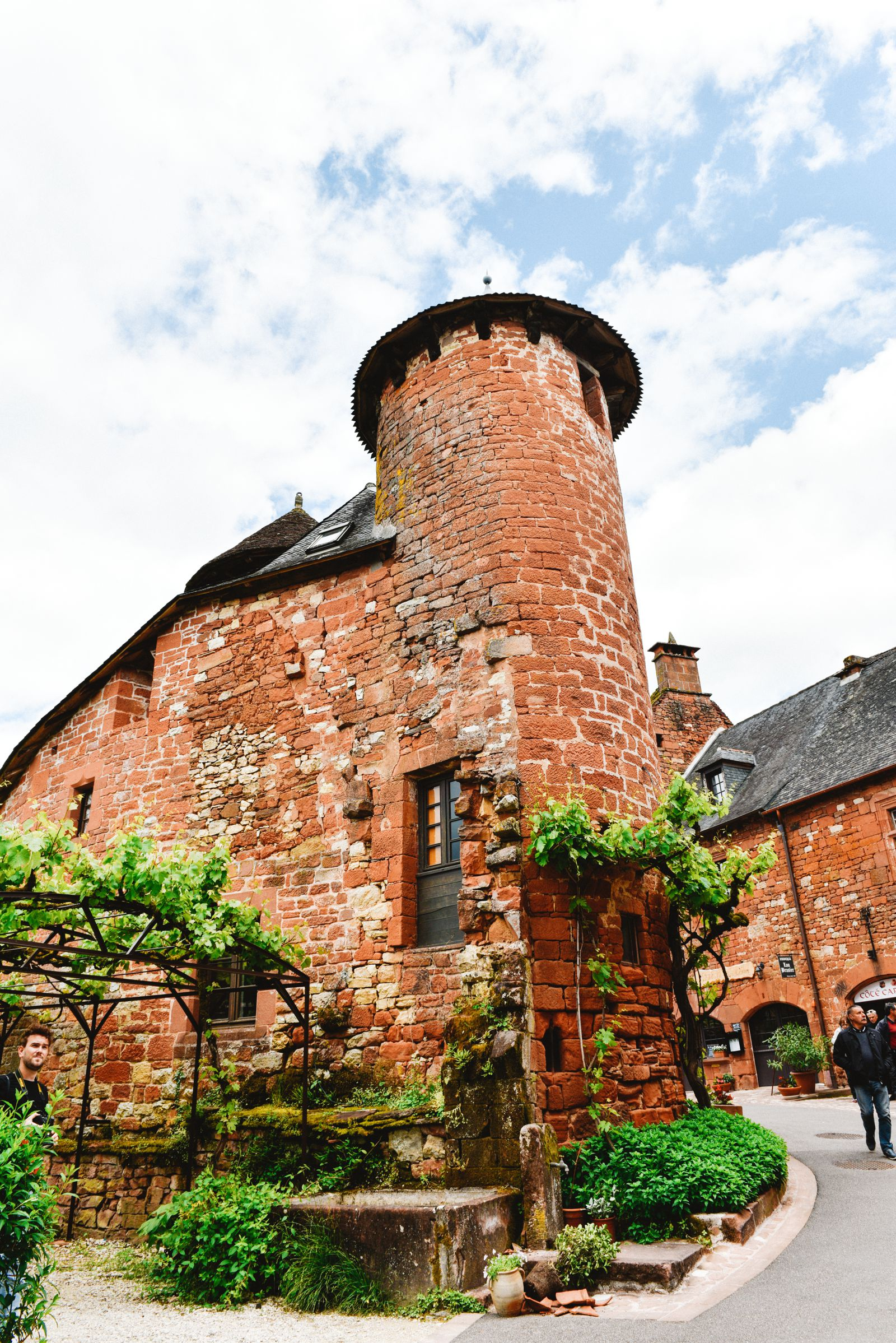 This Is The Most Beautiful Village In France - Collonges-La-Rouge (49)