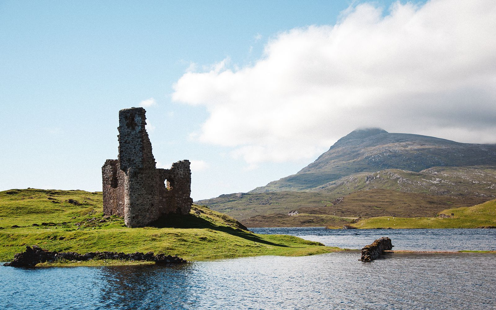 9 Unique And Offbeat Places You Have To Visit On A Road Trip Across Scotland (7)