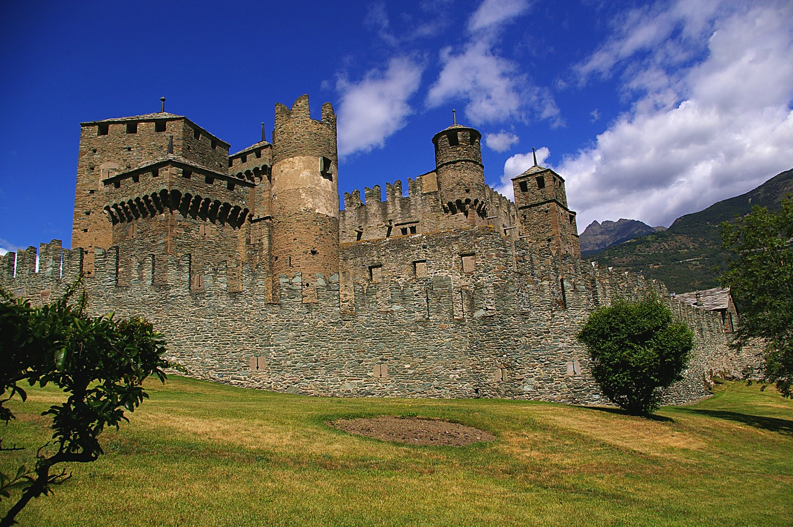 10 Amazing Castles You Have To Visit In Italy (7)