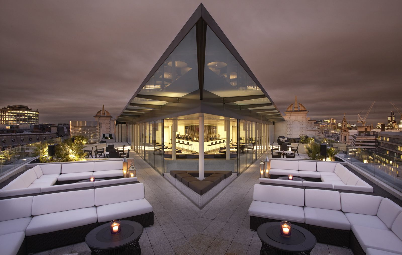 12 Iconic London Bars With Breathtaking Views Across The City (8)