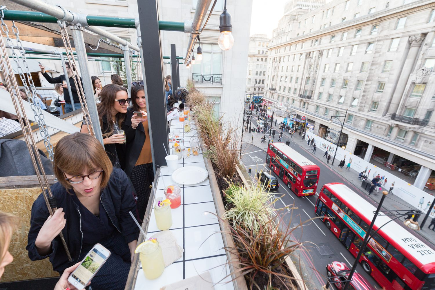 12 Iconic London Bars With Breathtaking Views Across The City (6)