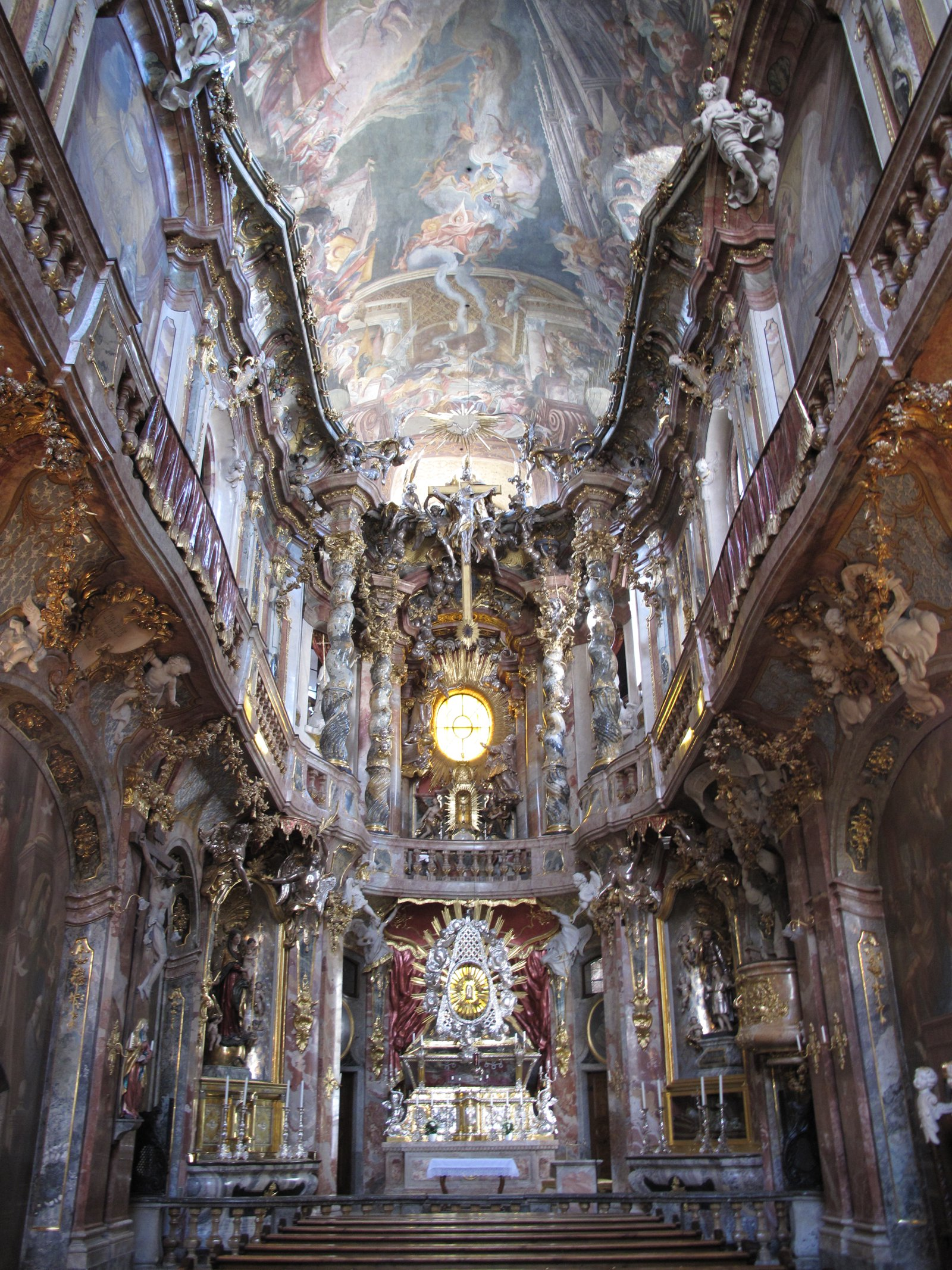 11 Amazing Sights You Have To See In Munich, Germany (12)
