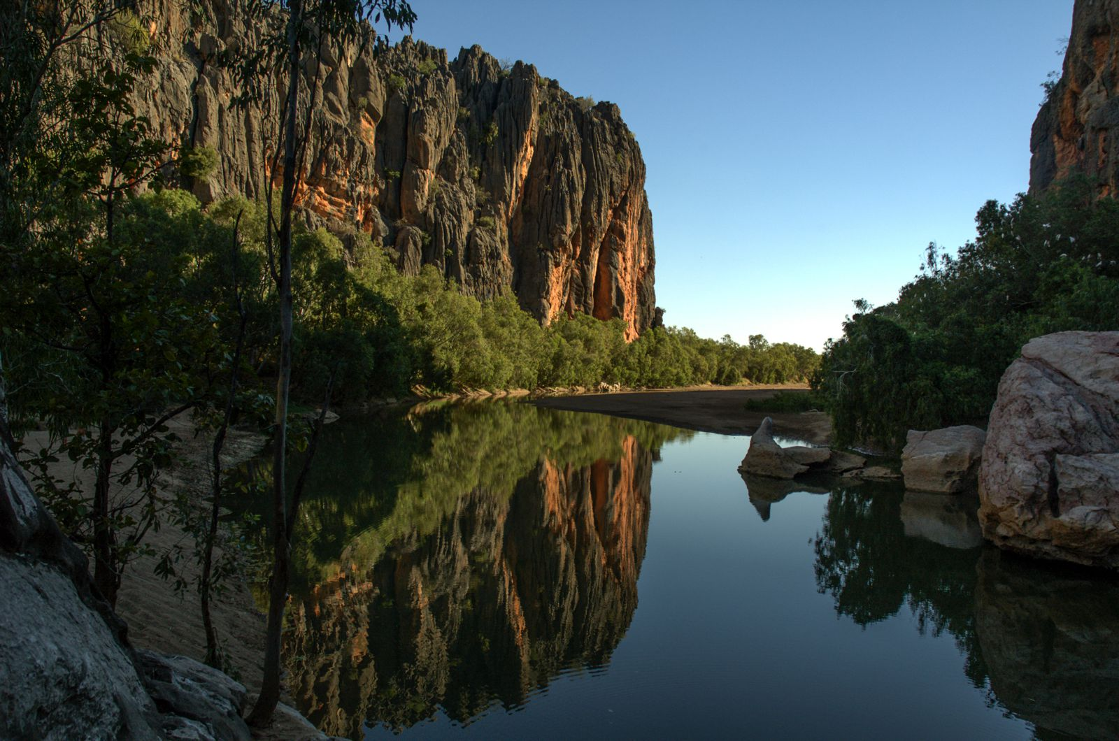 11 Incredible Places You Must Visit On Your Road Trip Across Australia (4)