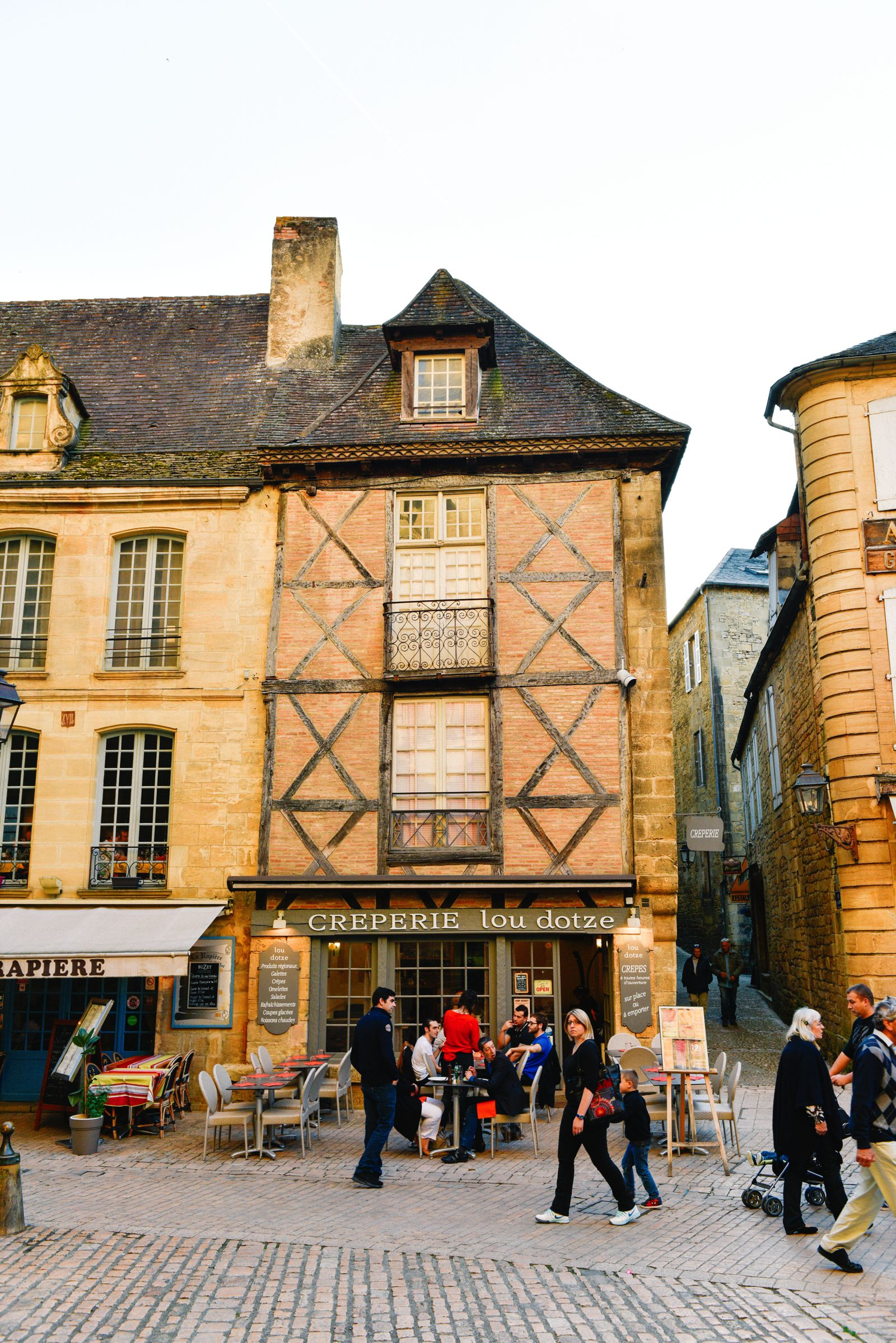 The Old Historic French Town Of Sarlat (4)