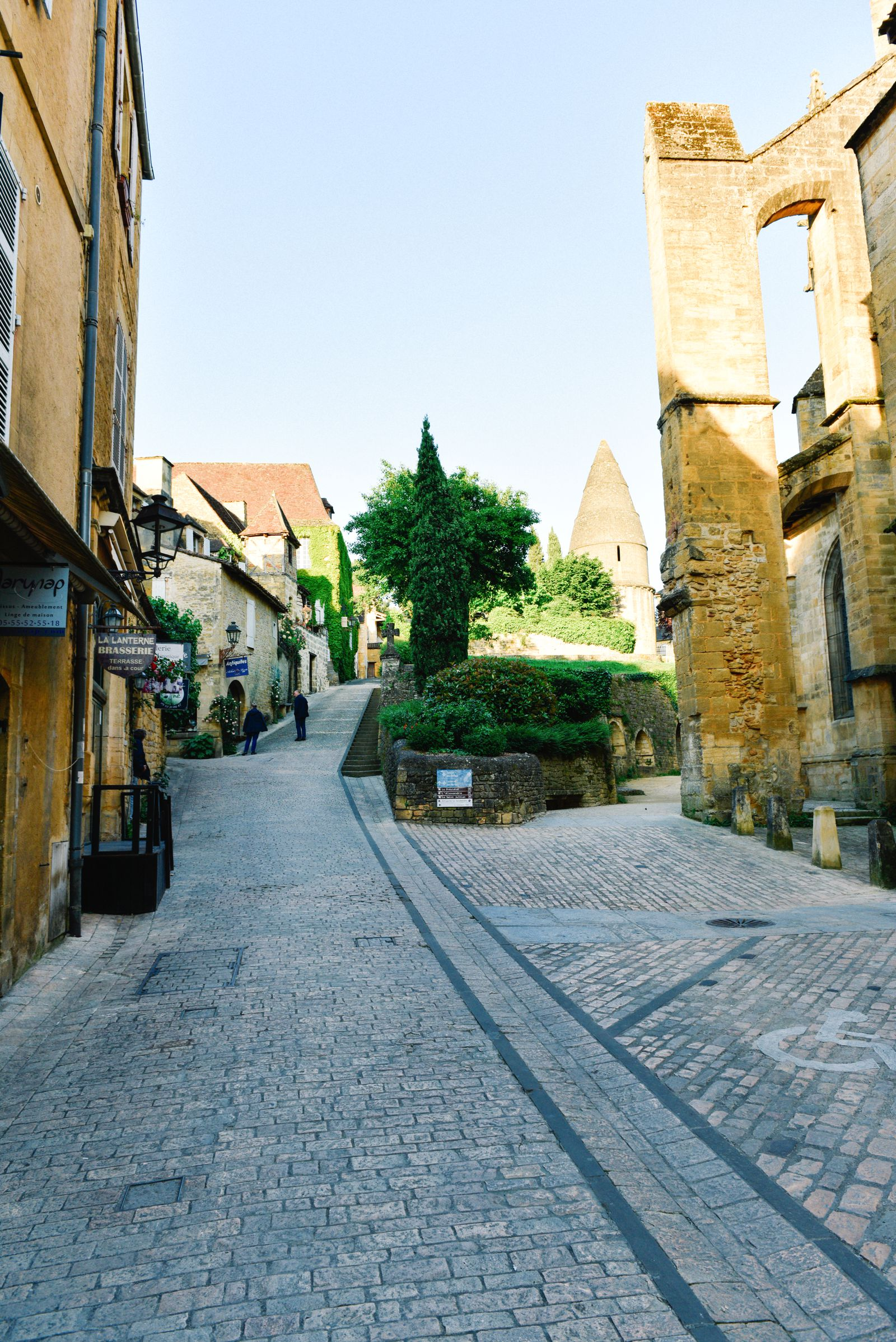 The Old Historic French Town Of Sarlat (8)
