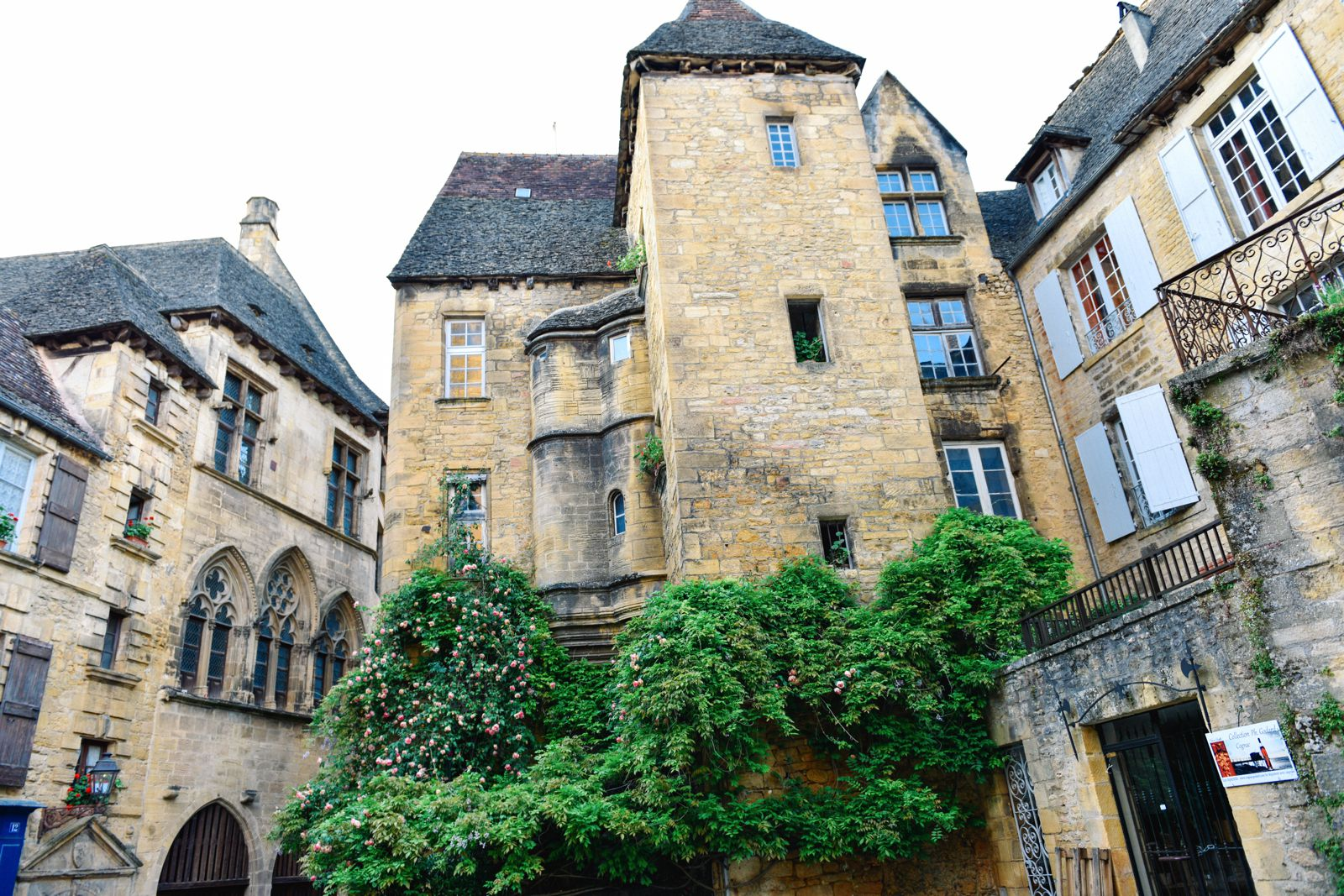 The Old Historic French Town Of Sarlat (24)
