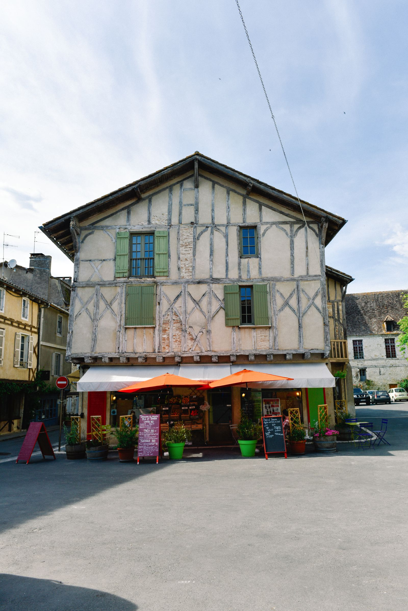 Charming Issigeac... The Medieval Village In France's Dordogne Valley (9)