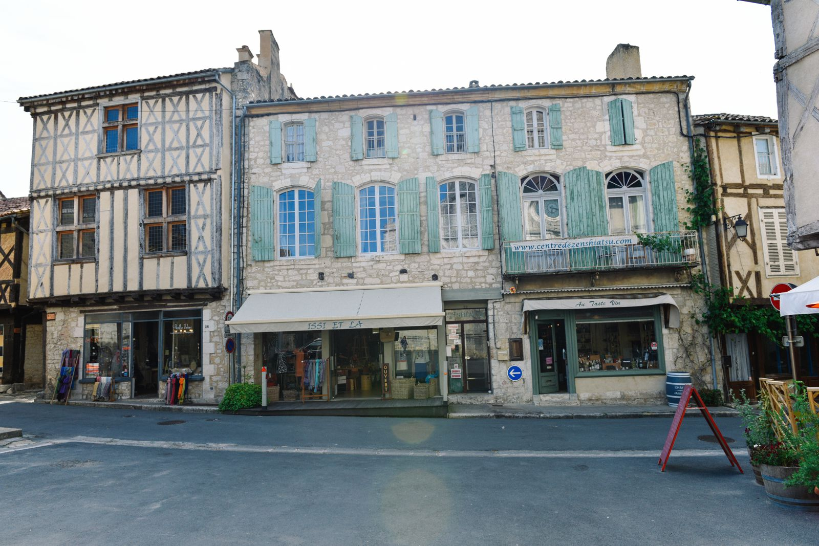 Charming Issigeac... The Medieval Village In France's Dordogne Valley (10)