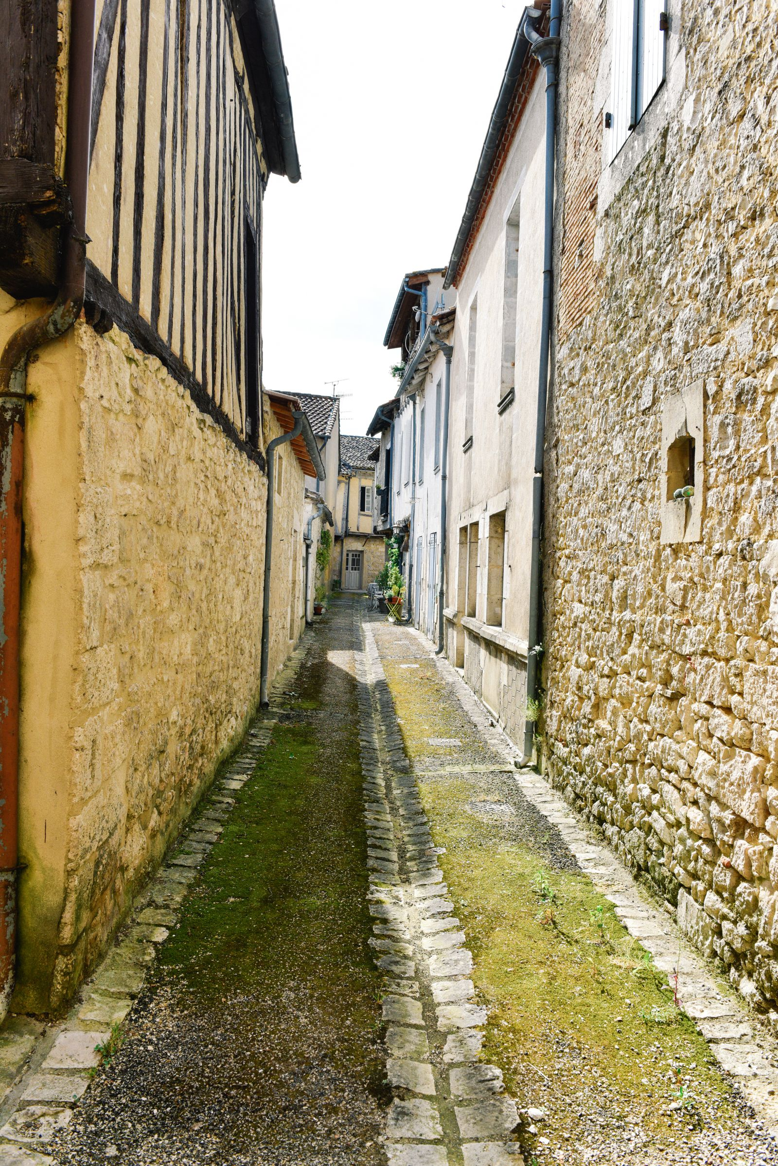 Charming Issigeac... The Medieval Village In France's Dordogne Valley (25)