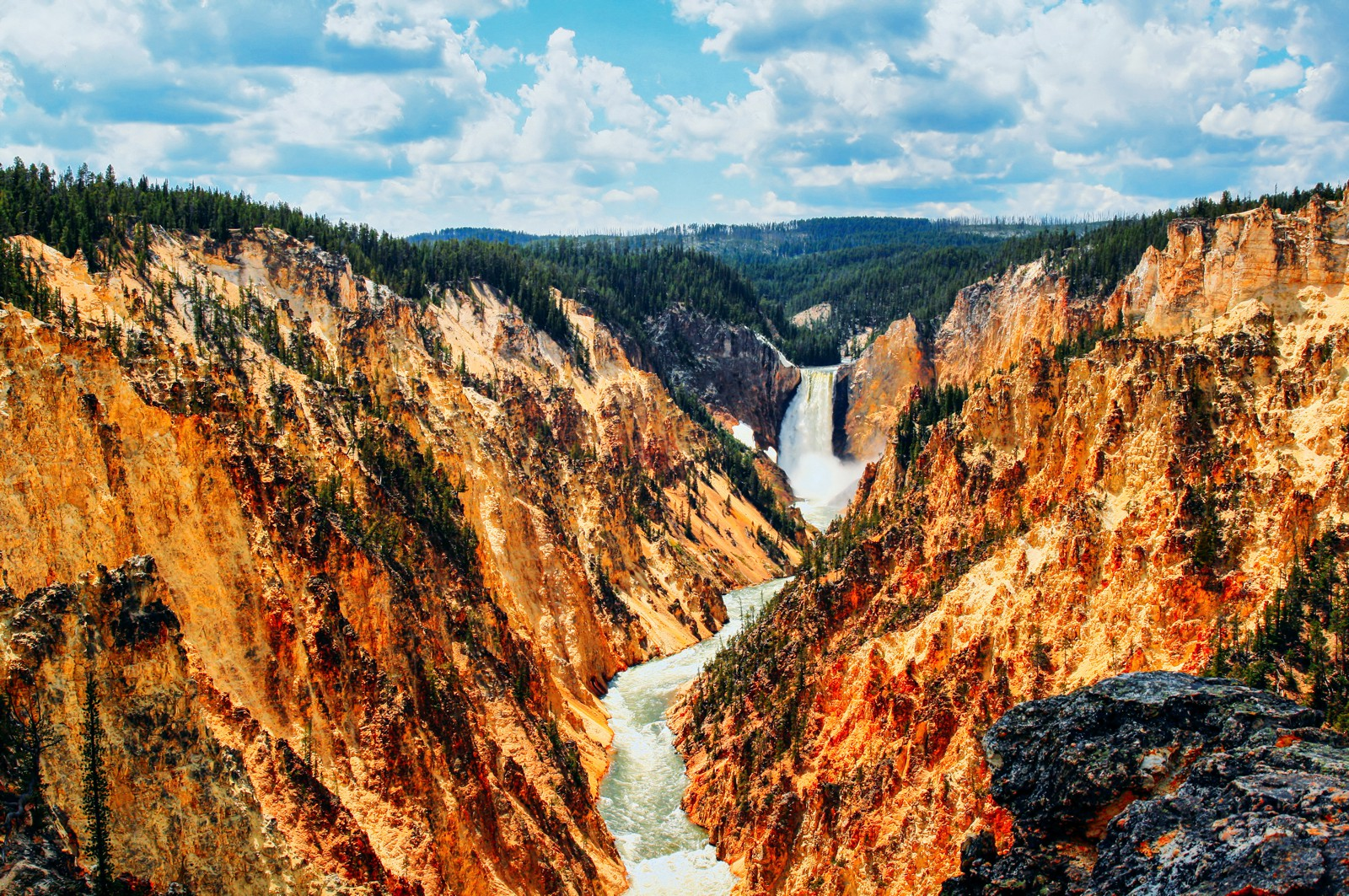10 Dramatic Sights You Have To See In Yellowstone National Park, USA (2)