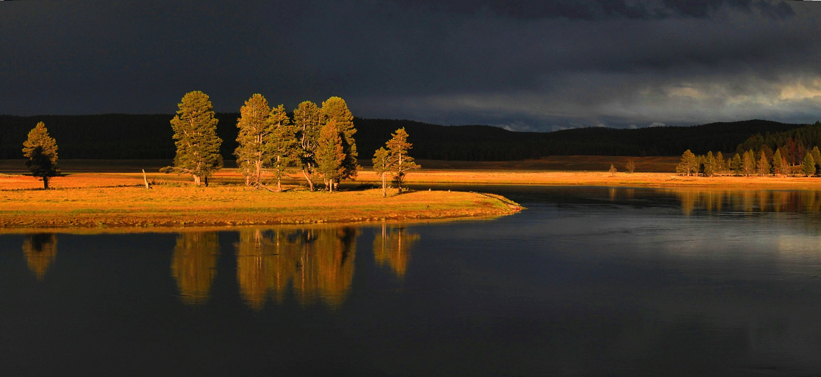 10 Dramatic Sights You Have To See In Yellowstone National Park, USA (7)