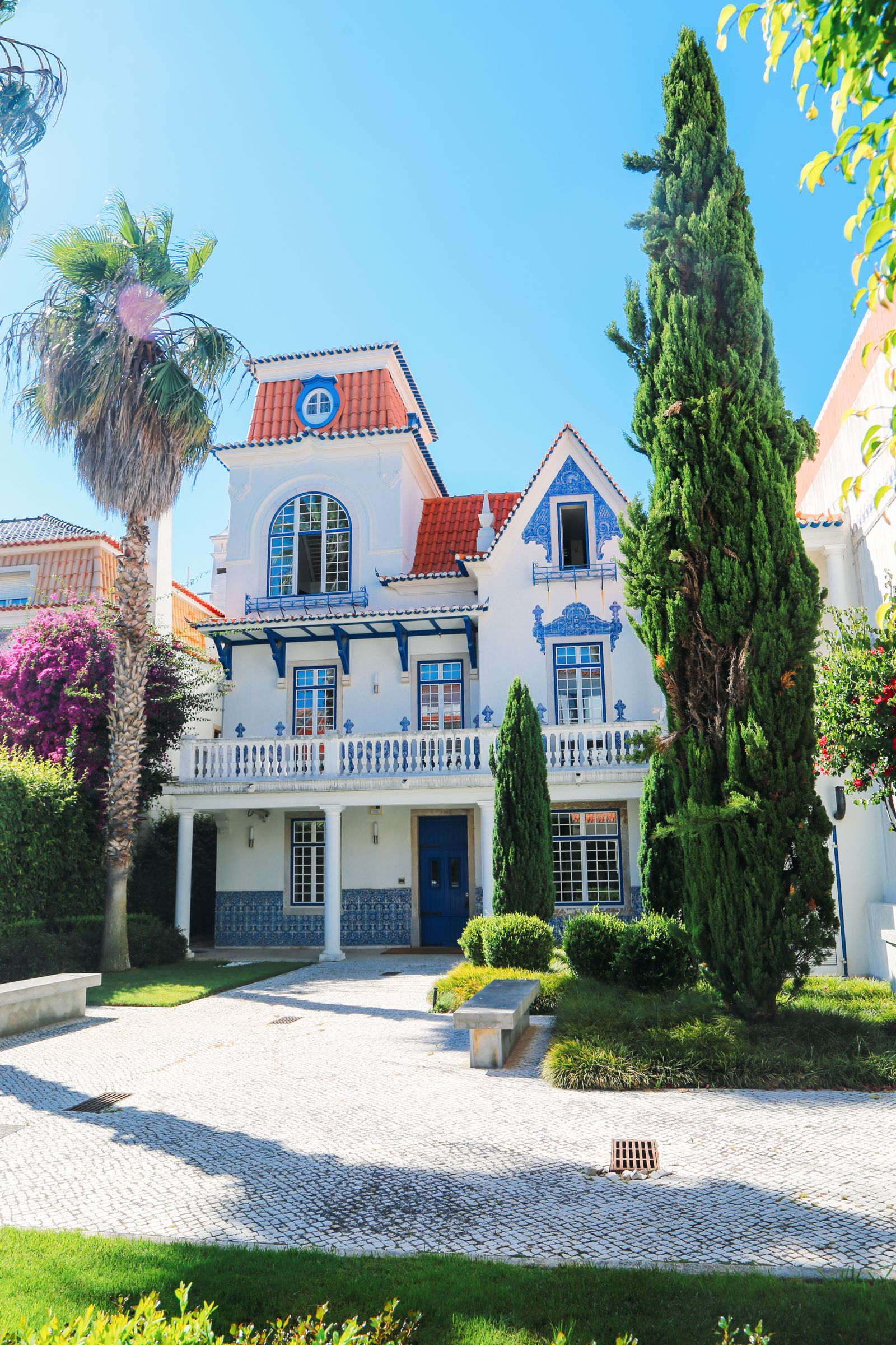 The Beautiful Seaside Town Of Cascais In Portugal... (56)