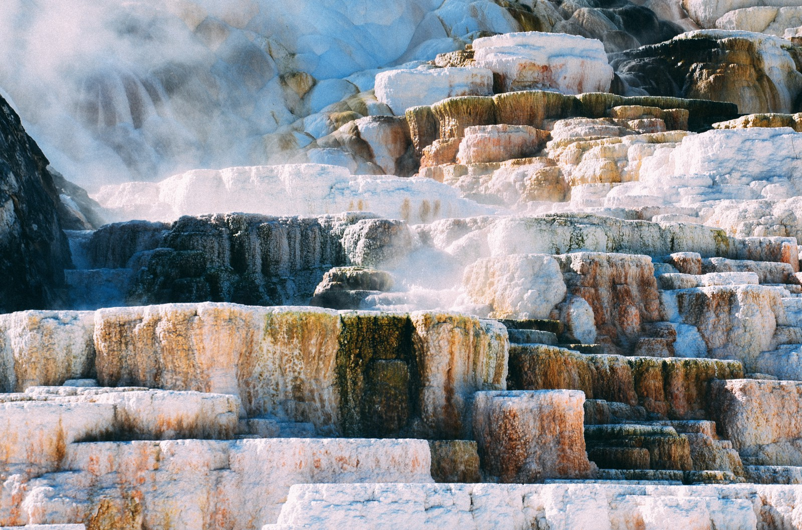 10 Dramatic Sights You Have To See In Yellowstone National Park, USA (13)