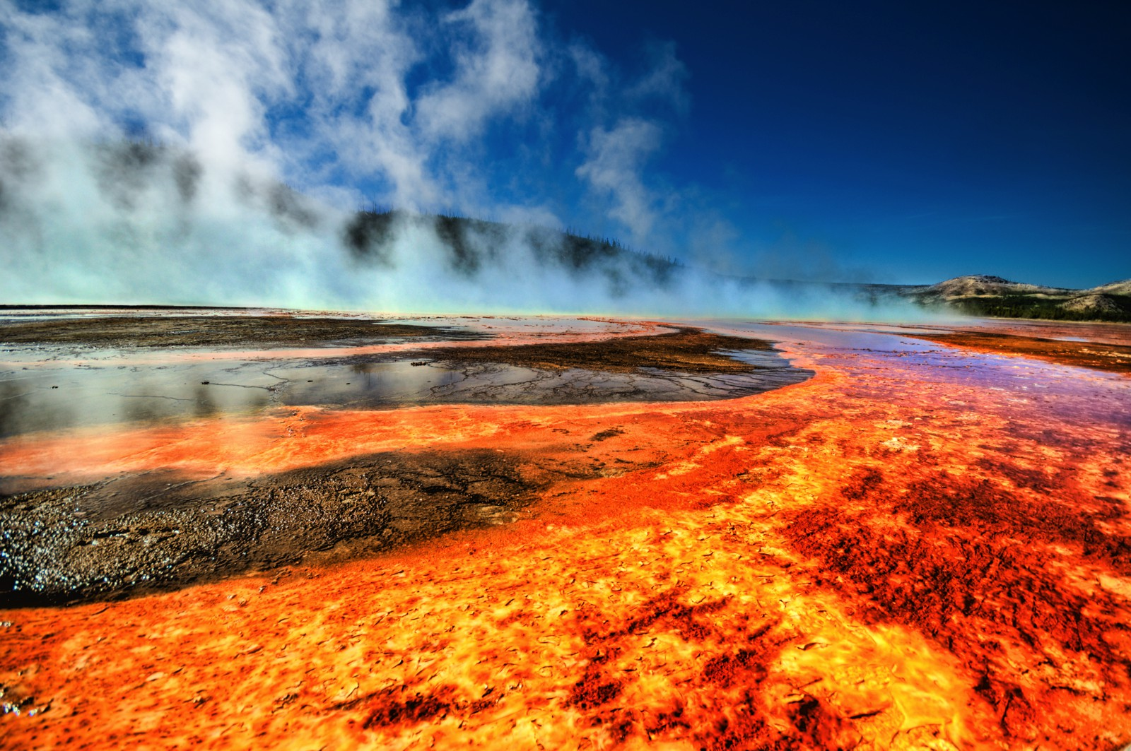 10 Dramatic Sights You Have To See In Yellowstone National Park, USA (4)