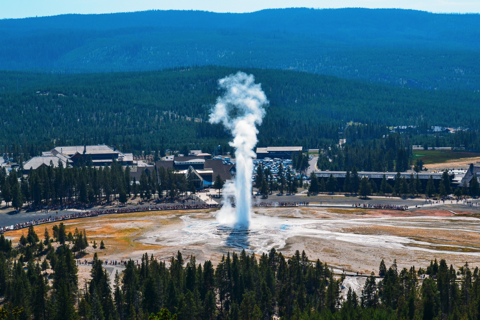 10 Dramatic Sights You Have To See In Yellowstone National Park, USA (17)