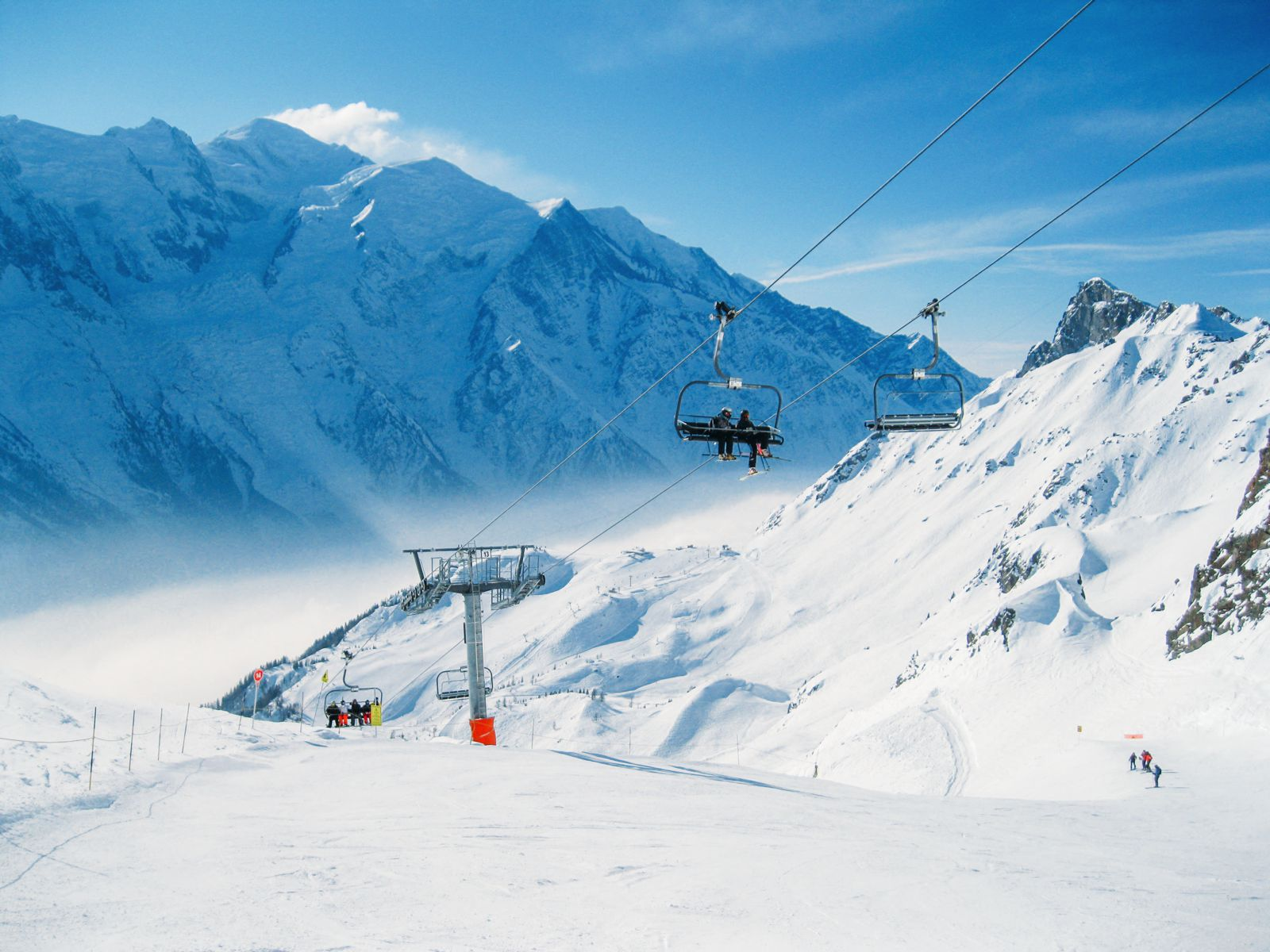 9 Amazing Skiing Resorts To Visit In The Alps Of Europe (3)