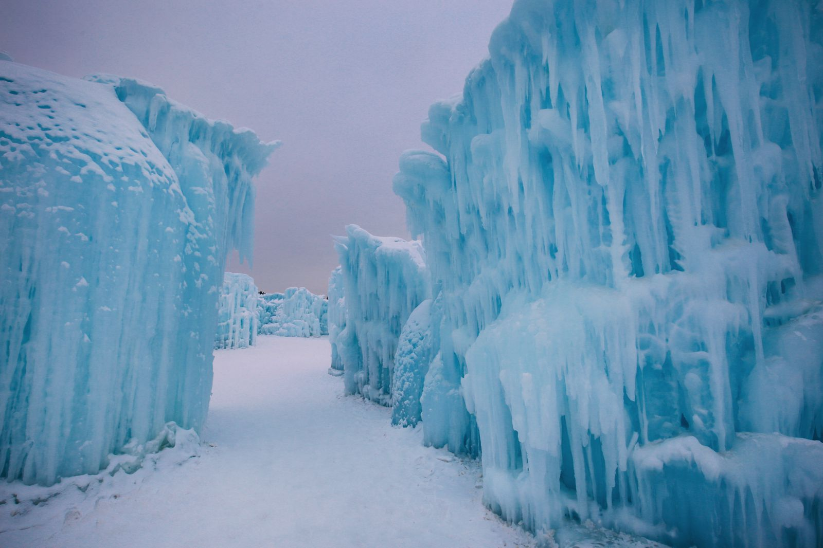Edmonton City In Alberta Canada - Ice Castles And Travel Photos (6)