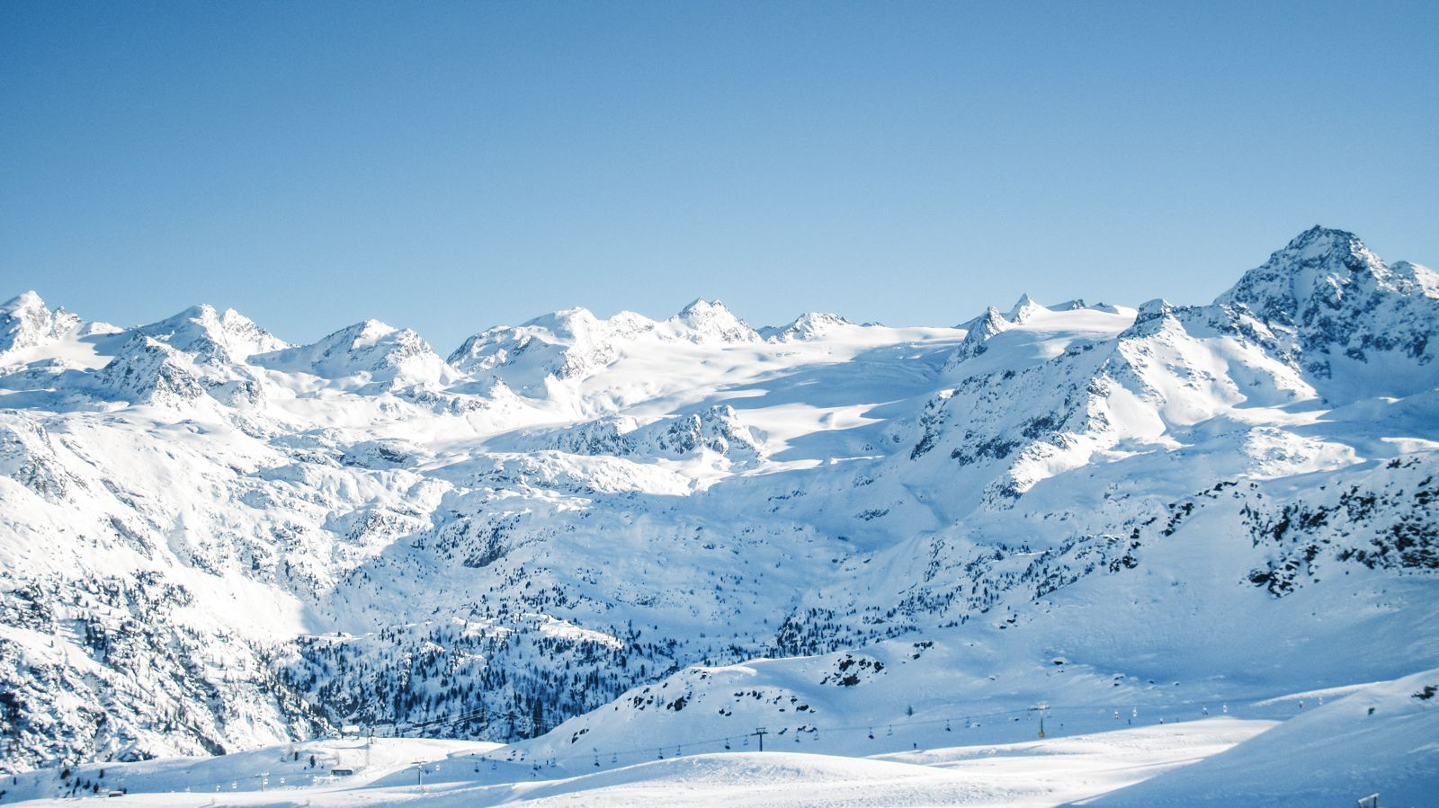 9 Amazing Skiing Resorts To Visit In The Alps Of Europe (4)