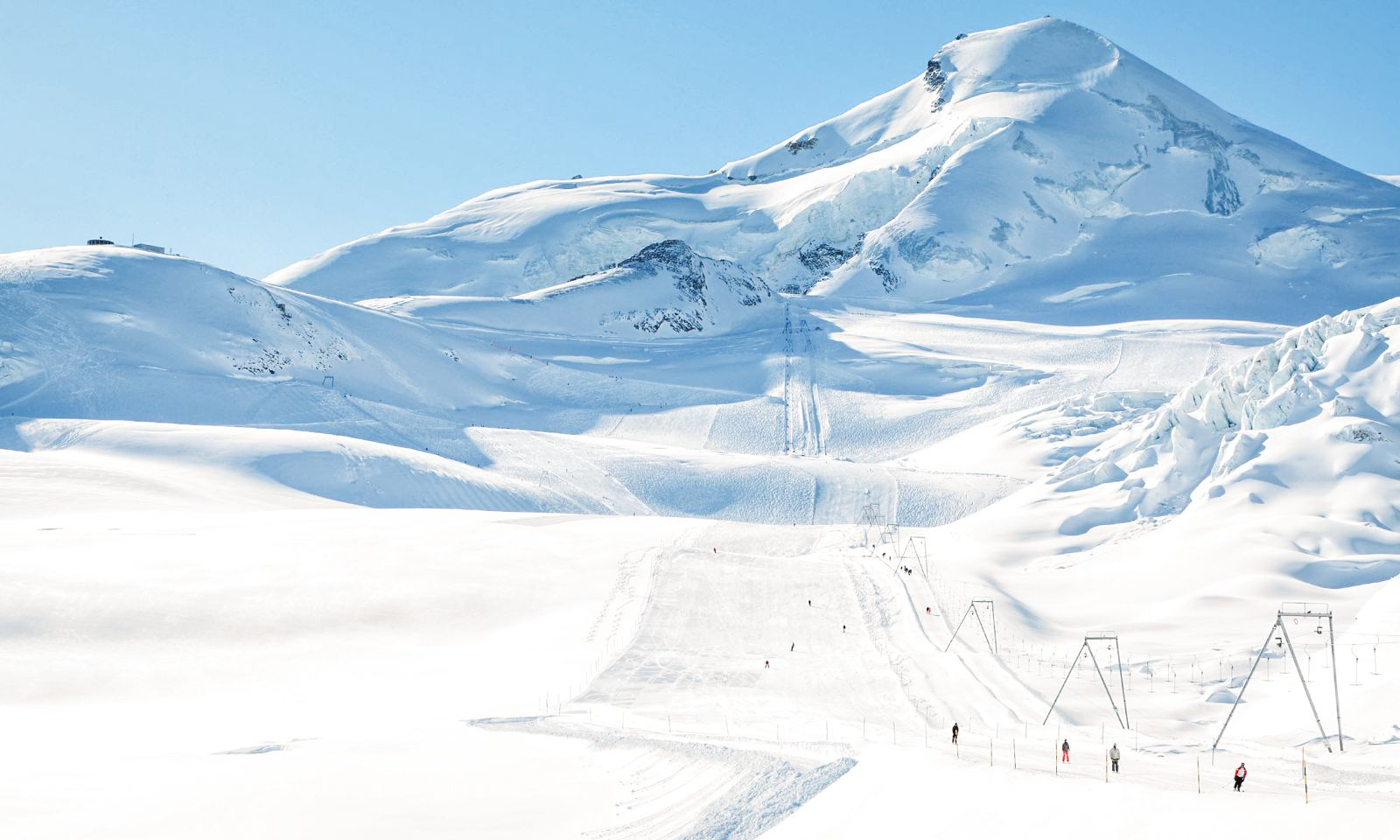9 Amazing Skiing Resorts To Visit In The Alps Of Europe (5)