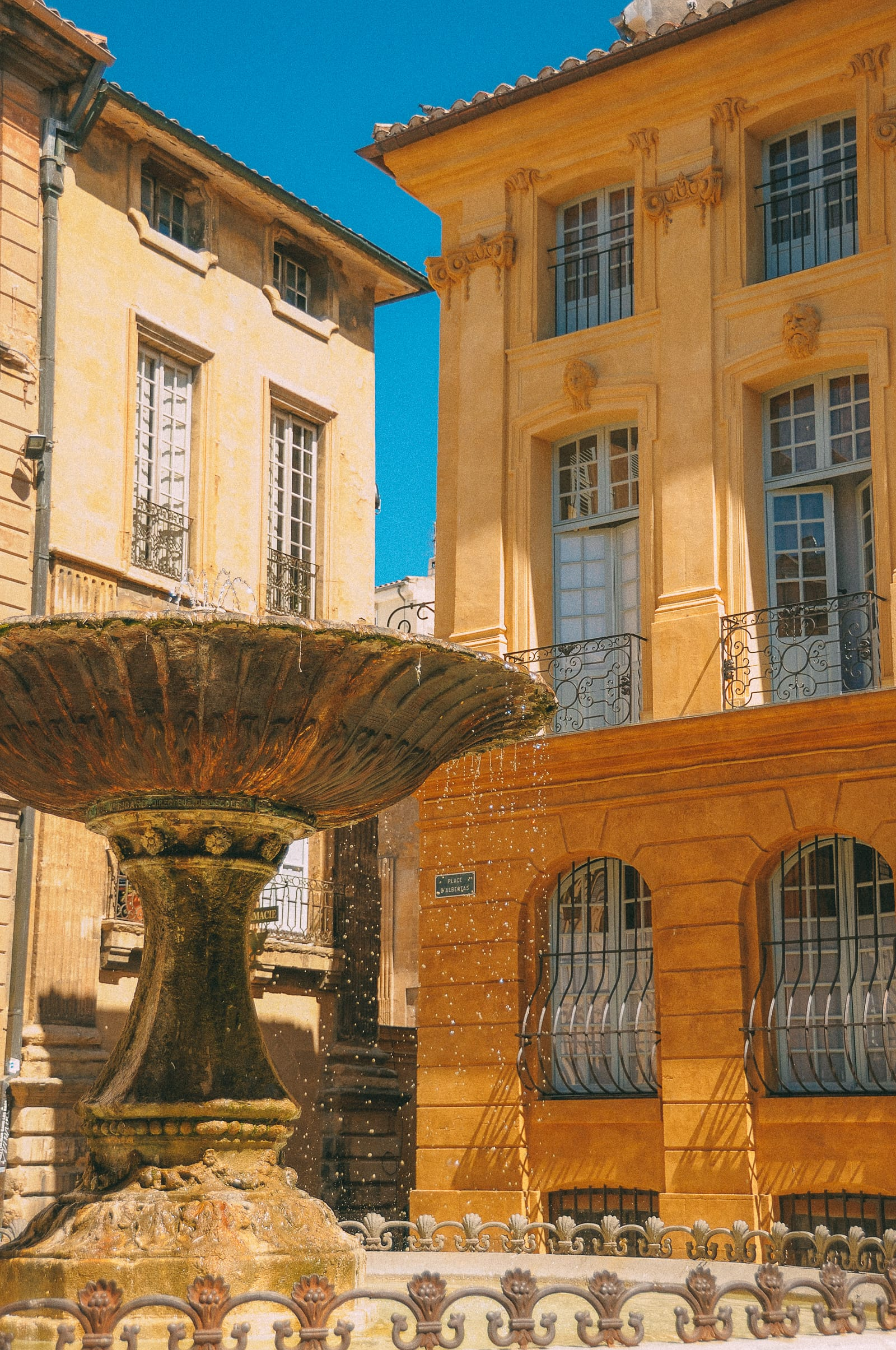 Places To Visit In The South Of France (17)