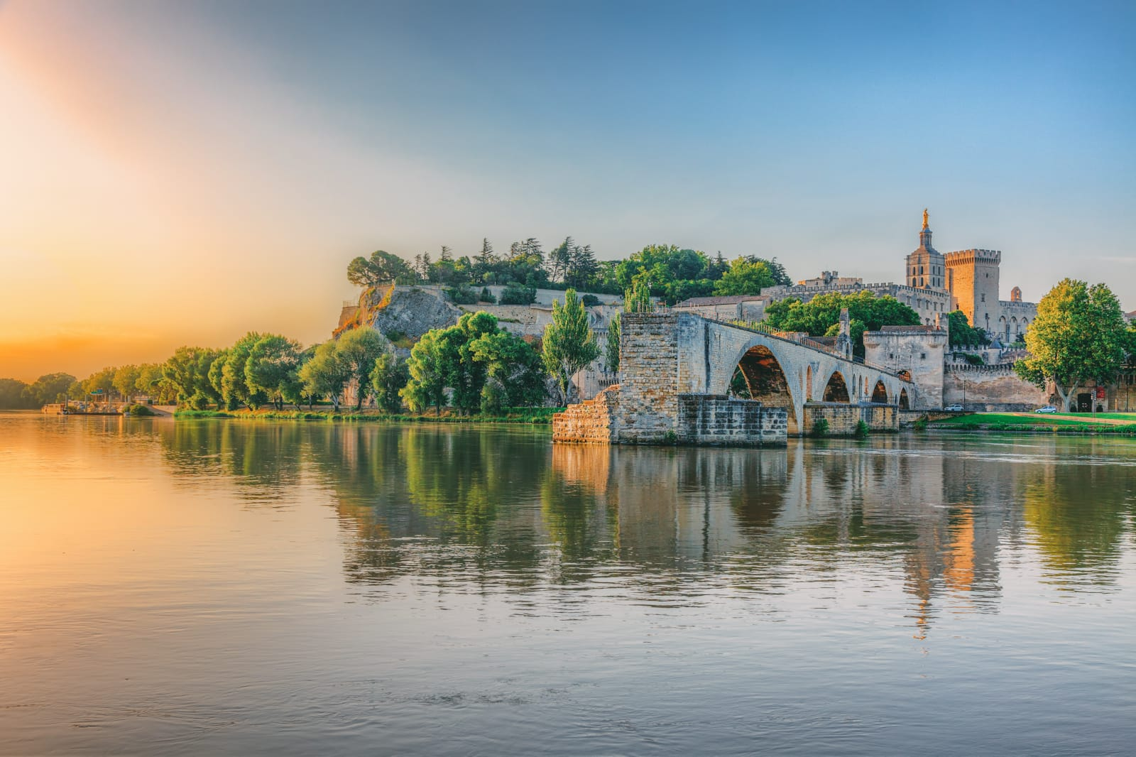 10 amazing places to visit in the south of france hand for Best places to stay in south of france