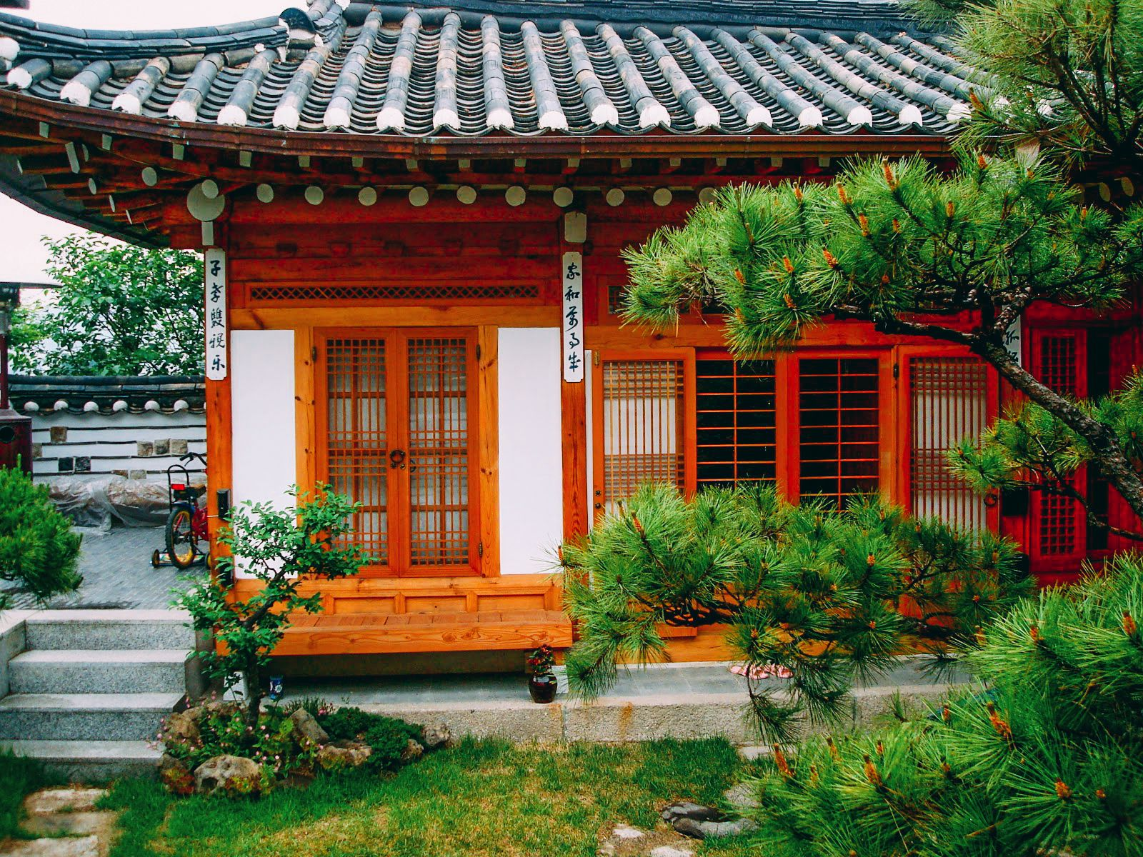 an analysis of traditional korean house Of a korean traditional wooden structure has its amplitude depen-dence [3] lee et al proposed an analysis method for estimating behavior of a single wooden frame by modeling its joint shear and rotational stiffness and compared it to the response measured by a 1/2 scale specimen static loading test on a korean traditional temple [4.