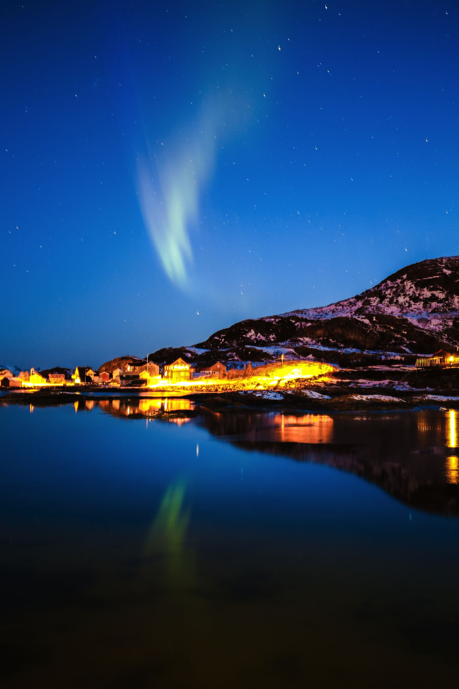 Visiting The Artic Circle in Tromso and Sommaroy in Norway, Europe. Northern Lights, Snow Mountains, Seaside (25) (11)