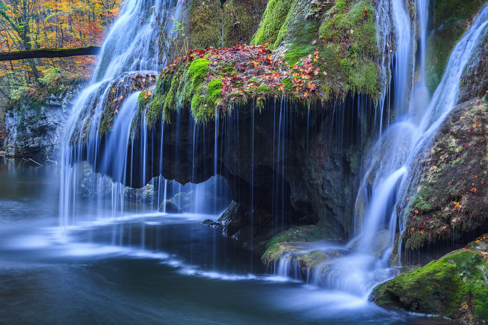 10 Amazing Waterfalls Around The World You Need To See! (9)