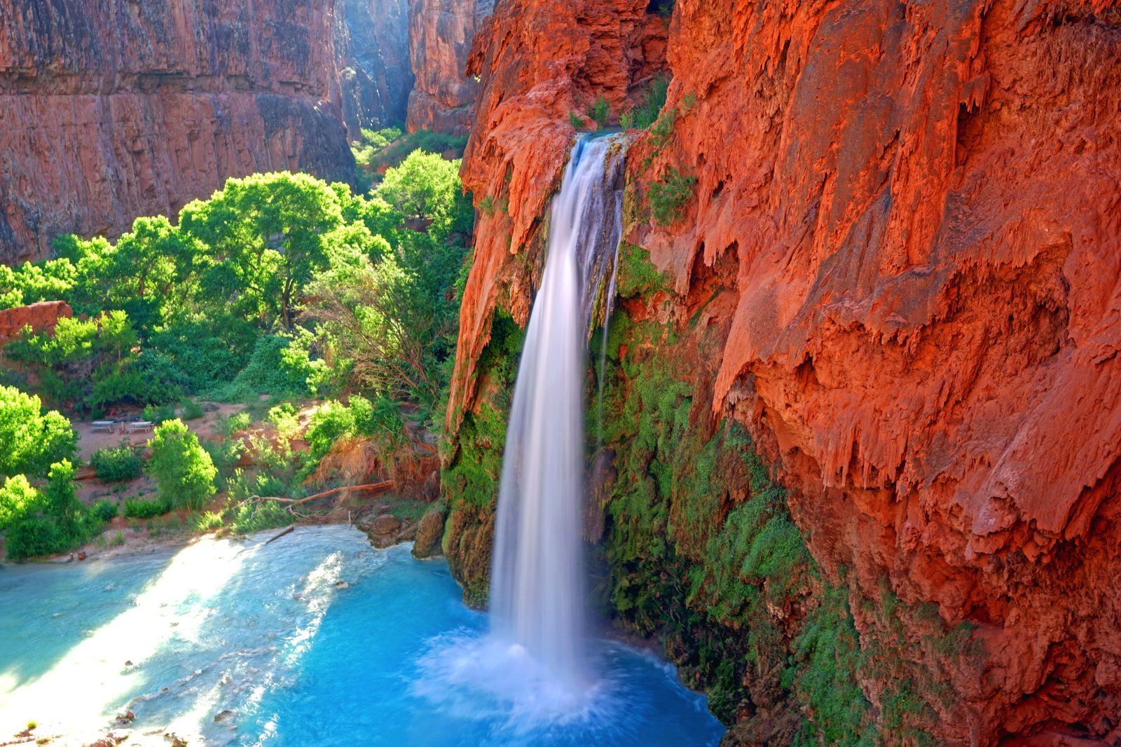 10 amazing waterfalls around the world you need to see hand