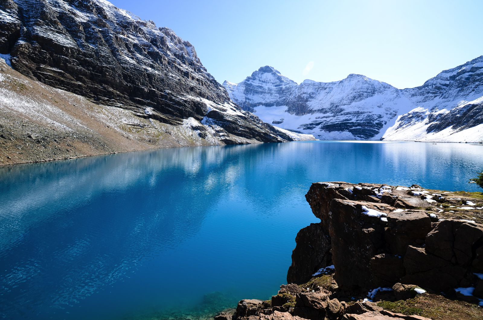 12 beautiful places to visit in british columbia, canada - hand