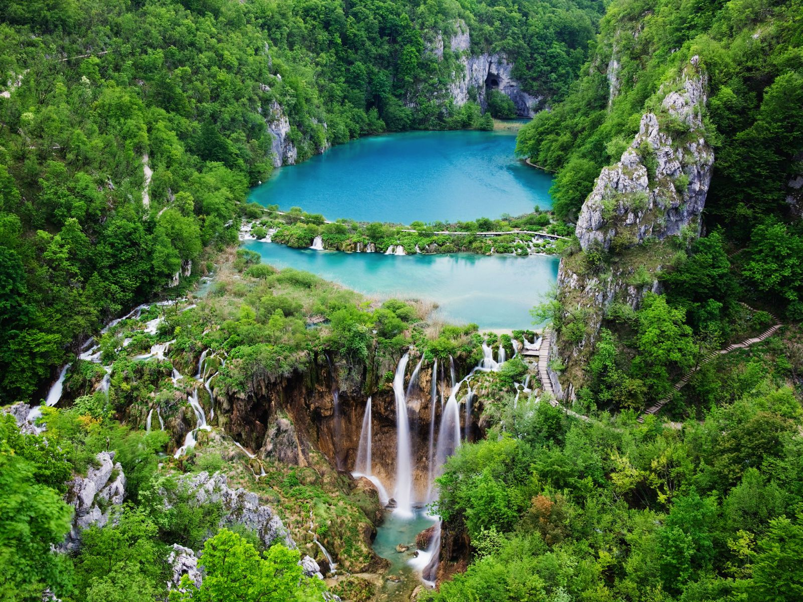 10 Amazing Waterfalls Around The World You Need To See! (6)