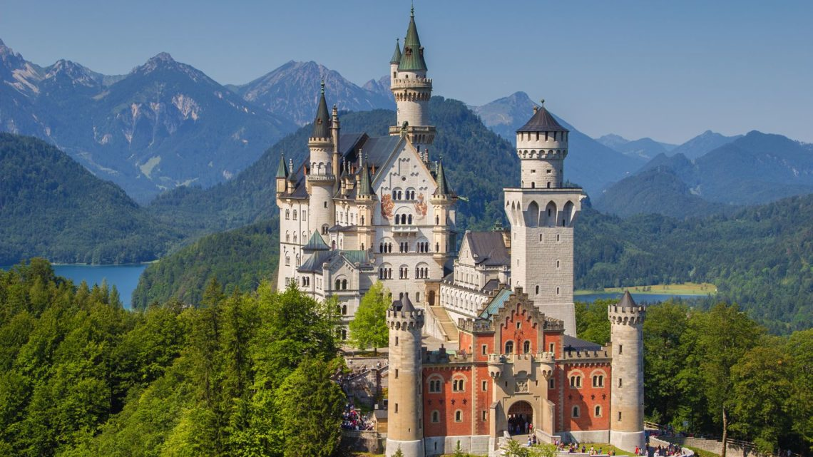 14 Gorgeous Castles You Must See In Europe (3)