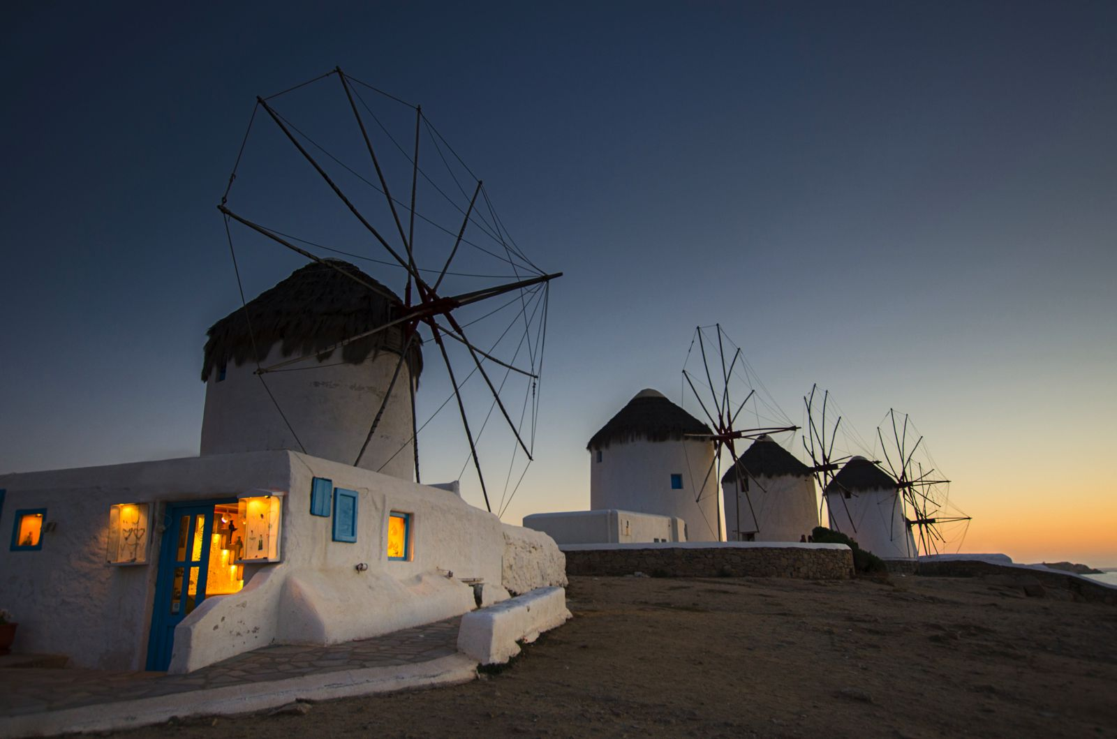 The Complete Guide On Things To See, Do And Eat In Mykonos, Greece (4)