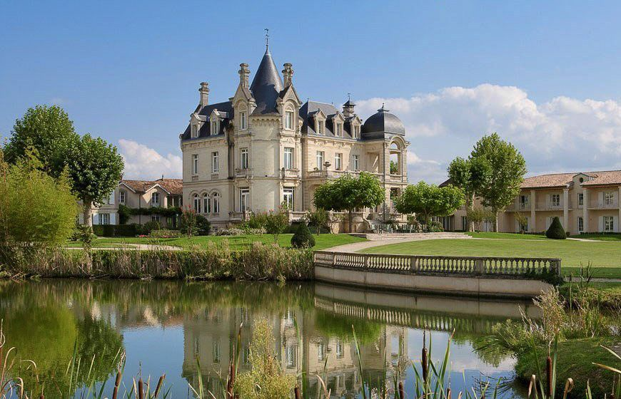 11 beautiful and unique chateaux to stay at in france for Castles to stay in france