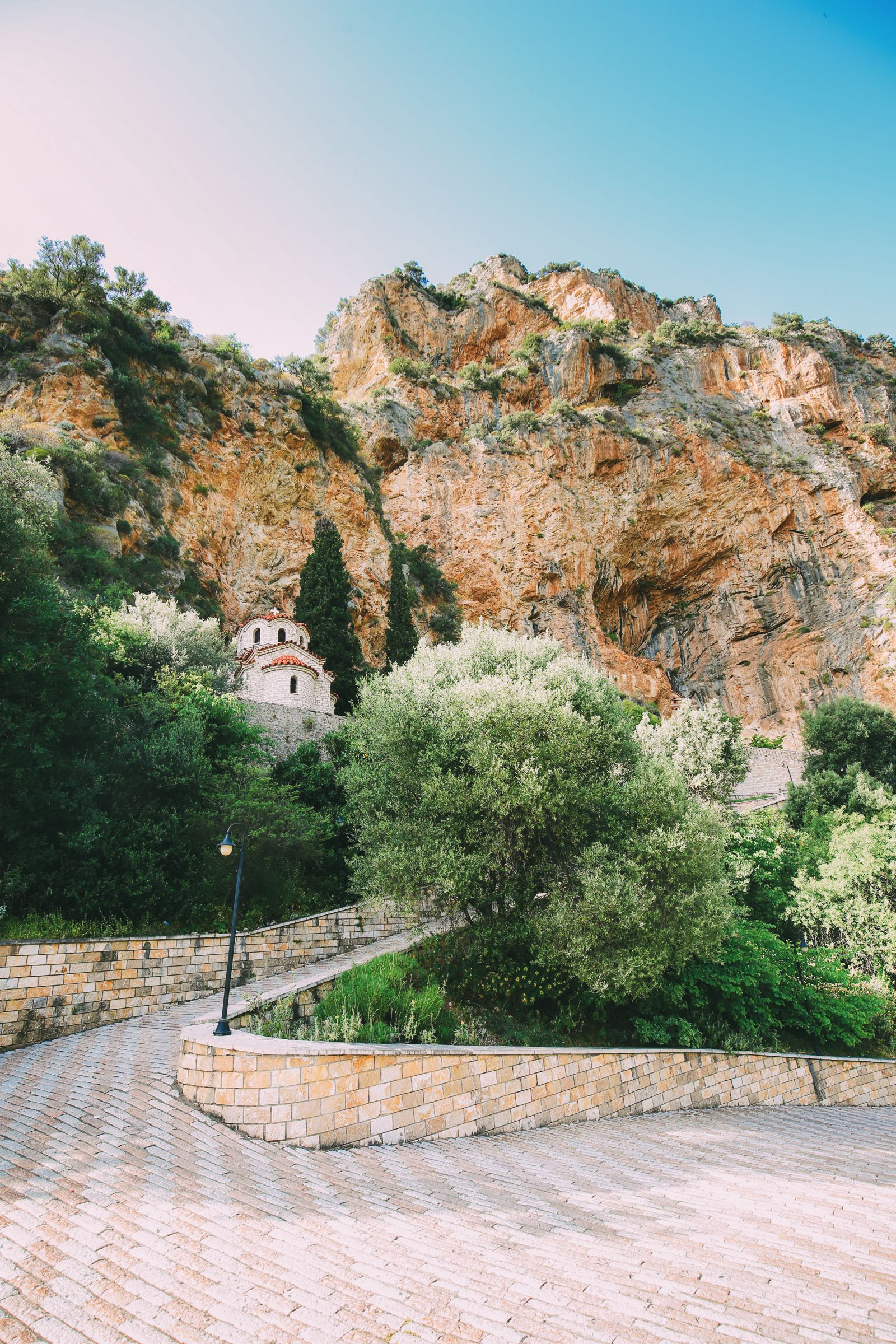 Places You Have to See In Mainland Greece (22)