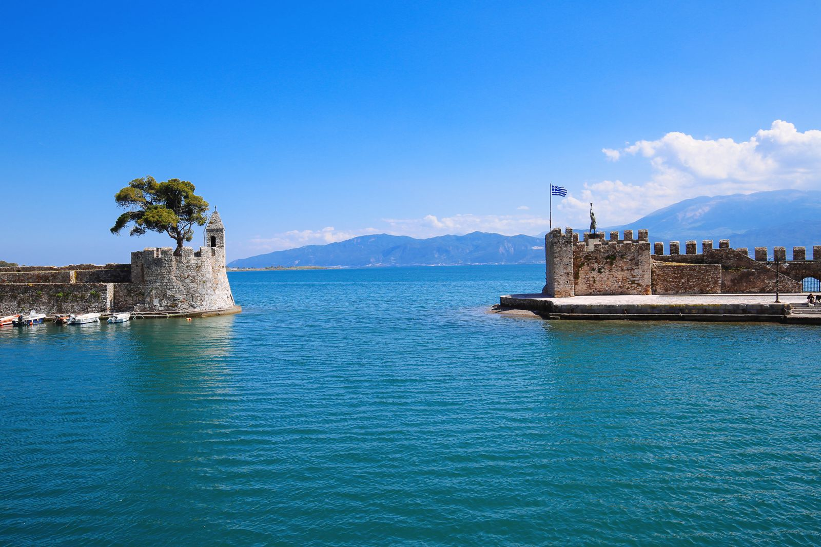 Places You Have to See In Mainland Greece (31)