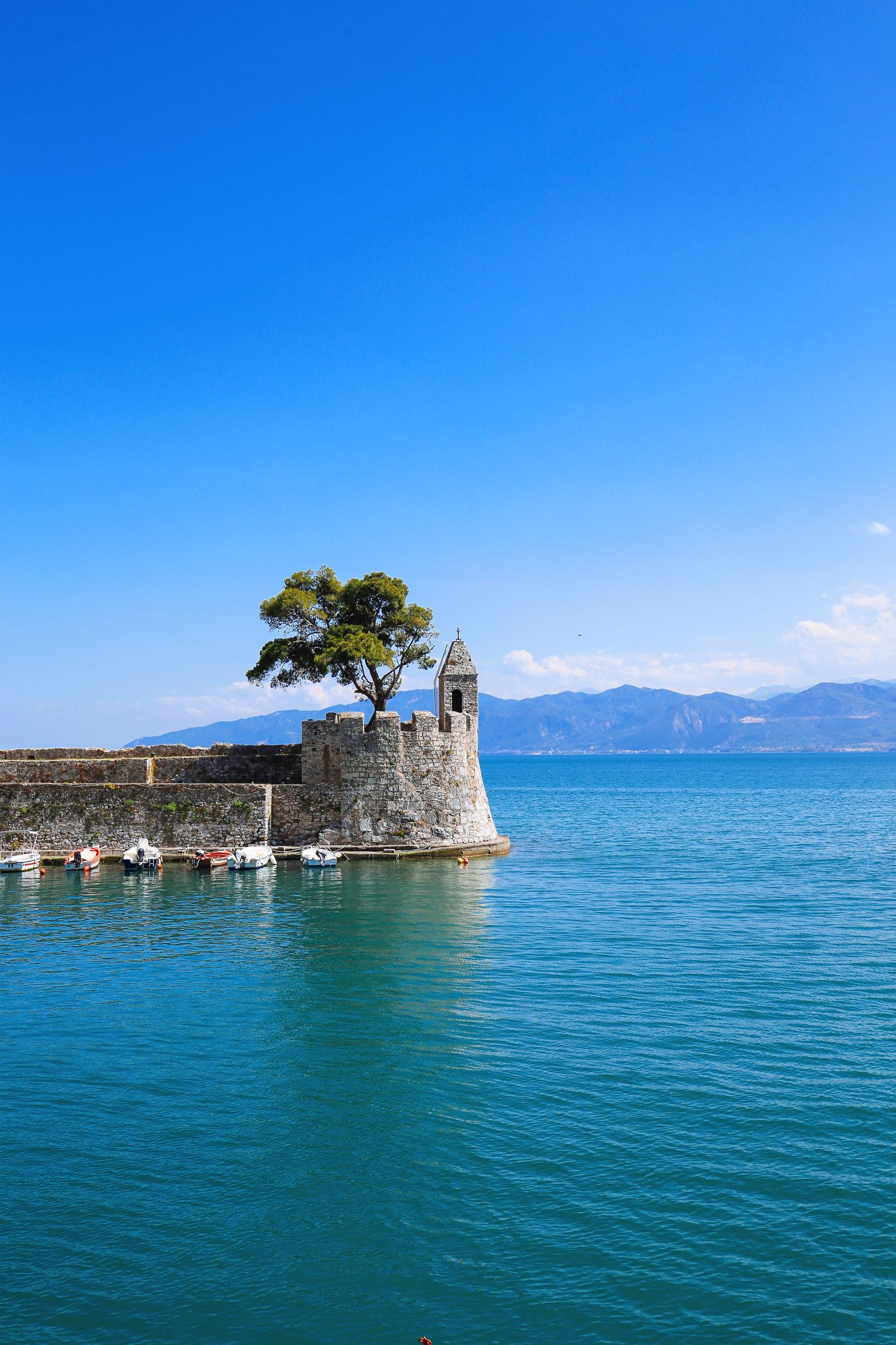 Places You Have to See In Mainland Greece (30)