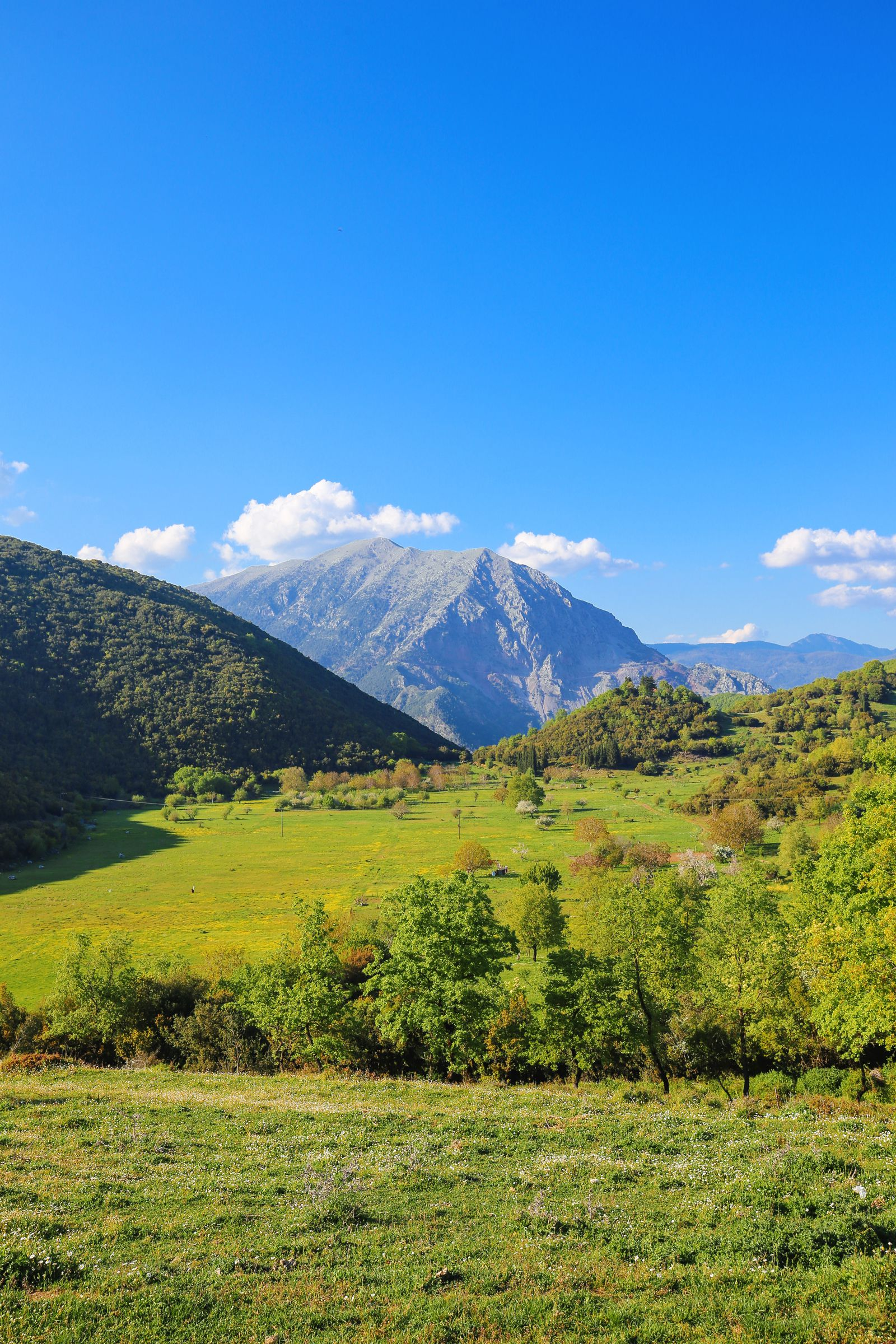 Places You Have to See In Mainland Greece (6)
