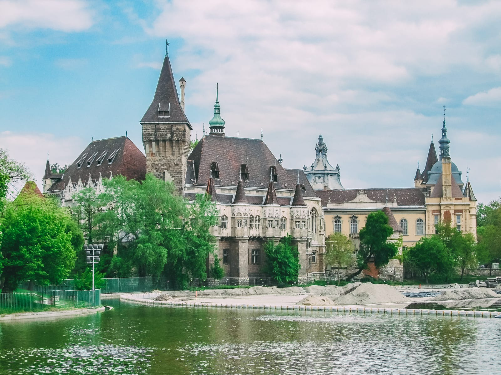 12 Beautiful Things To Do In Budapest (4)