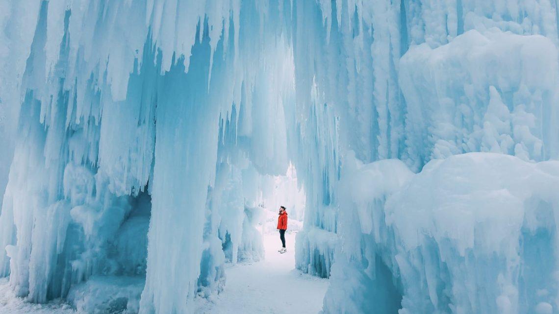 Ice Castle In Alberta, Canada (17)