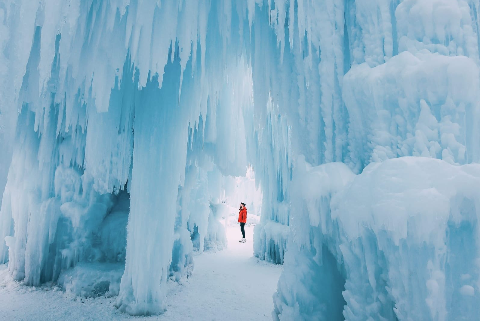 Ice Castle In Alberta, Canada (17)