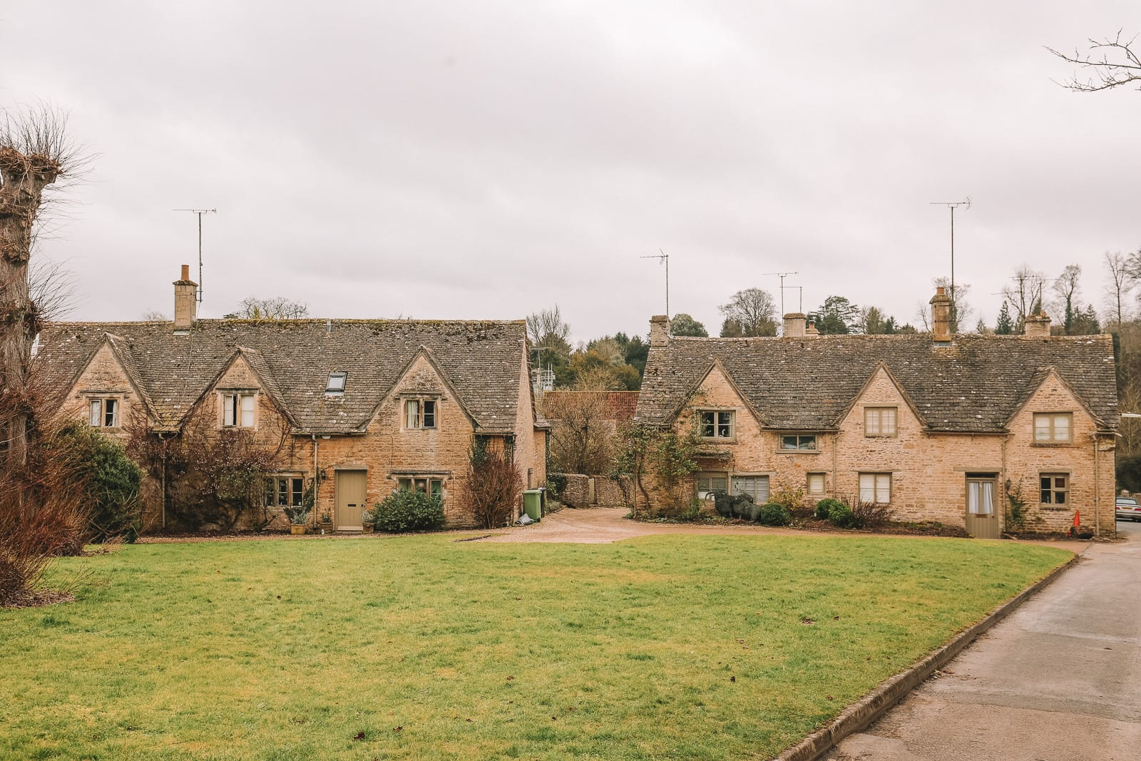 4 Villages And Towns You Have To Visit In The Cotswolds, England (14)