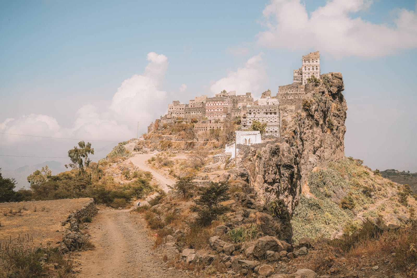 a different side to travel a journey through yemen hand luggage