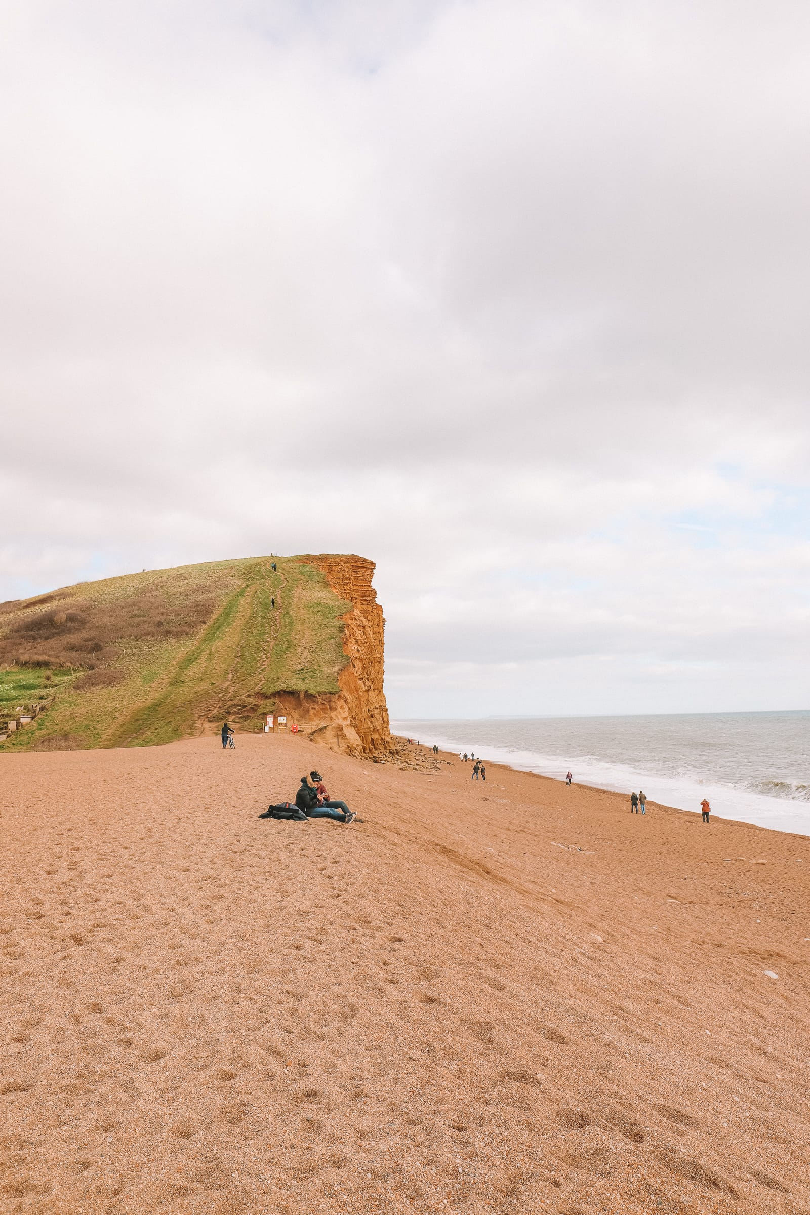 Searching For Dinosaurs And Fossils On The Jurassic Coast Of England (28)