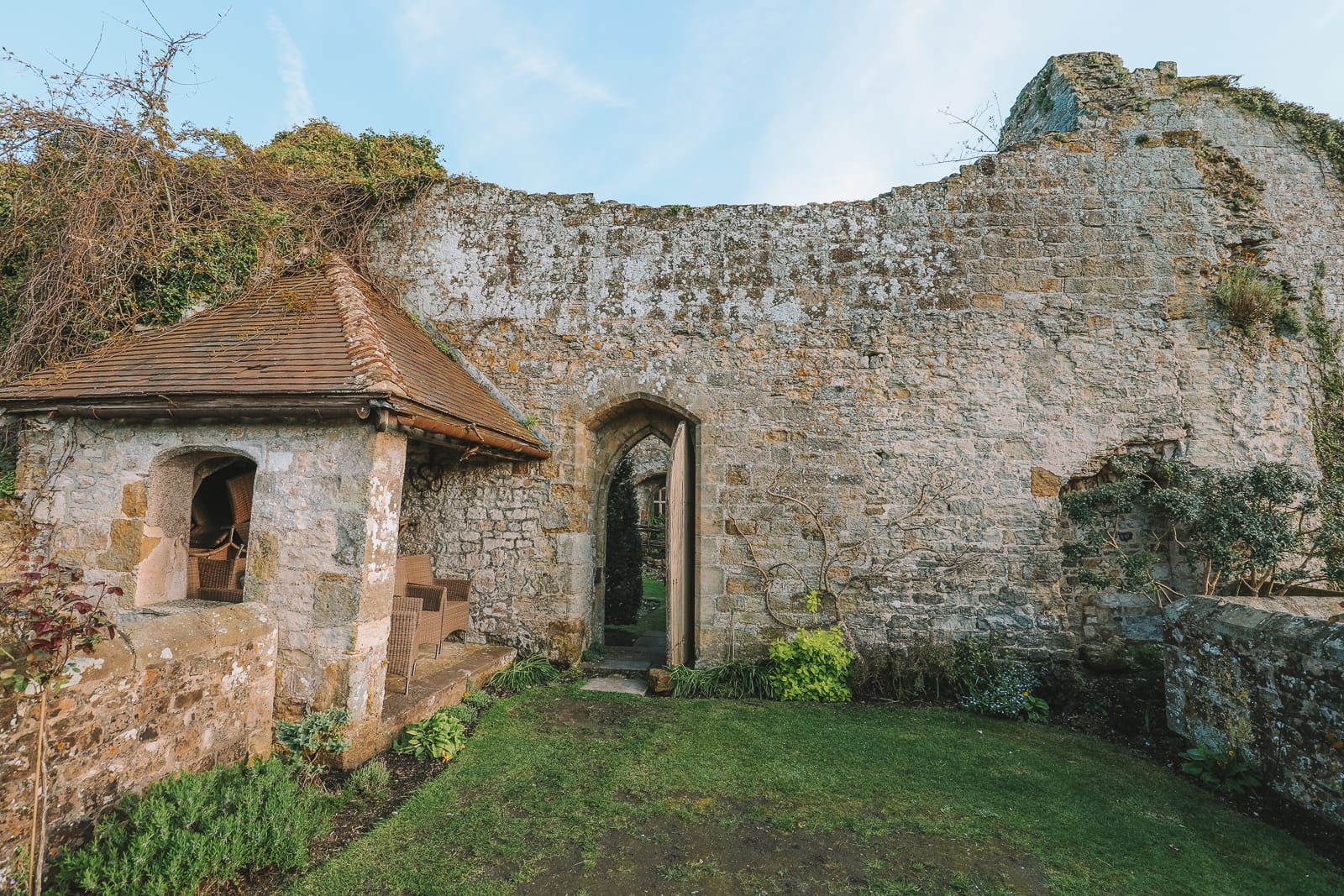 Here's How To Stay In A 1,000 Year Old Castle In England (31)
