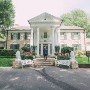 Visiting Graceland - The Home Of Elvis Presley (33)